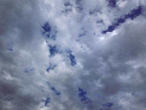 雲の間は青空